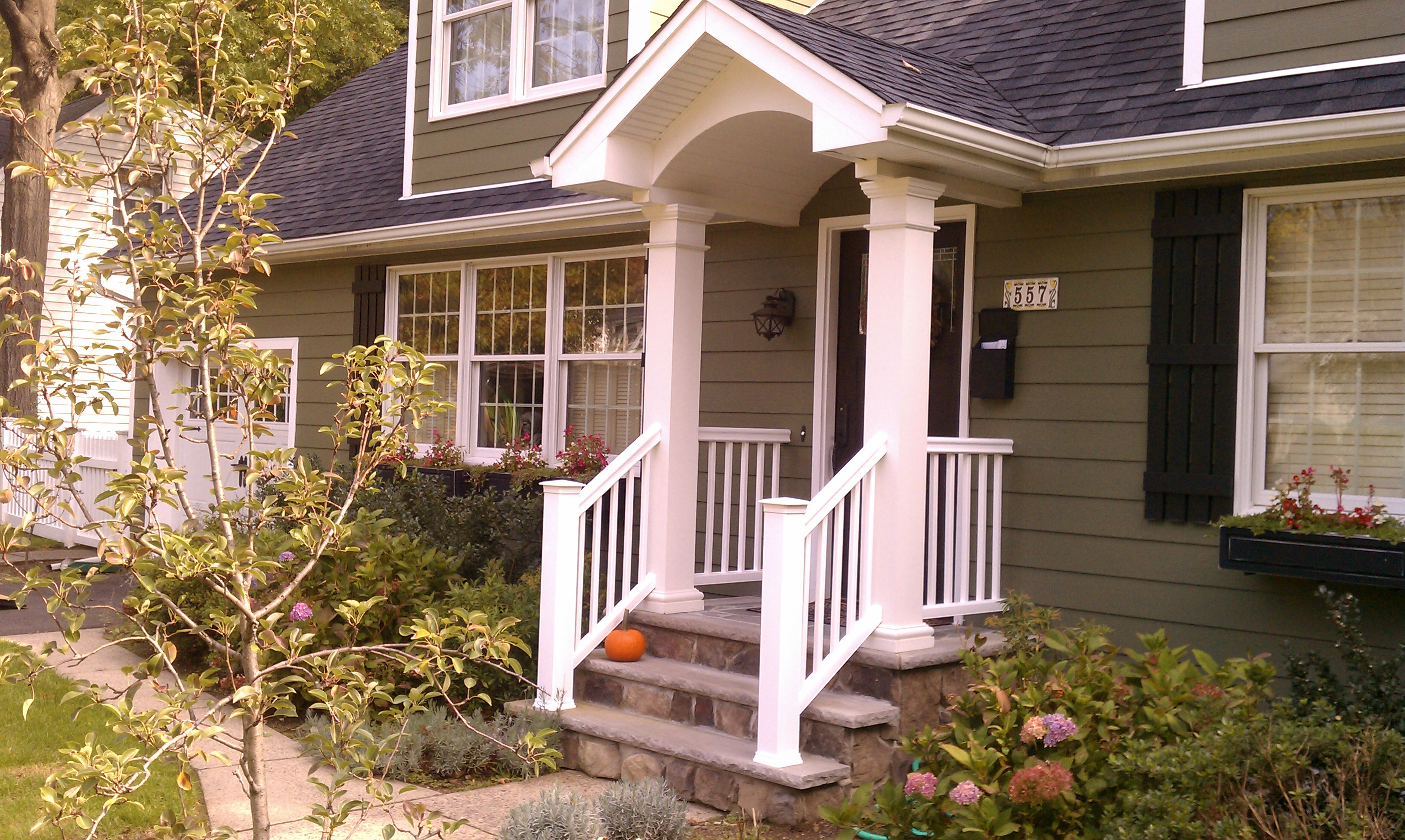 Gallery of decorating vinyl railing for front porch ideas pictures - Bergendecks Project